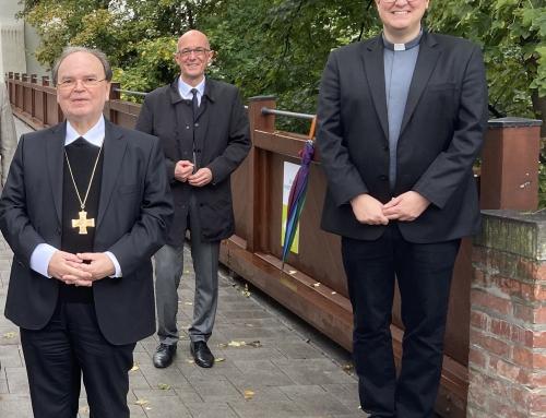 Bischof löst Gastgeschenk ein